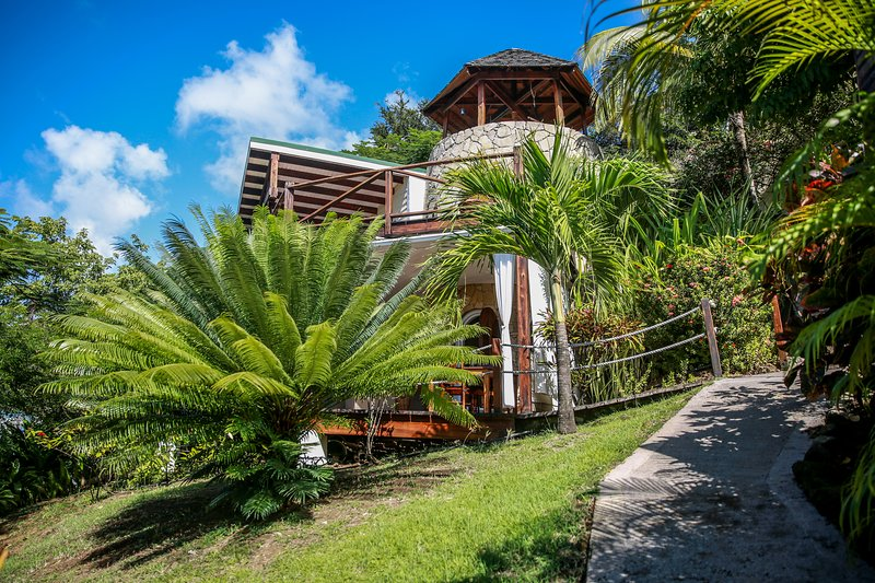 Sugar Mill Tower - 2 Bedroom - Romantic Seaside Escape - Conveniently Located – semesterbostad i Lance aux Epines