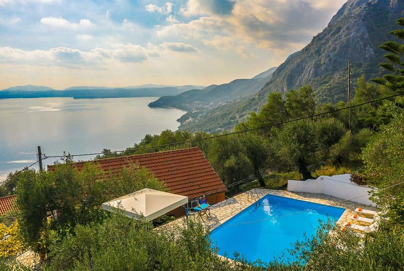 3 bed,  mountain and sea views, close to Nissaki., vacation rental in Nissaki