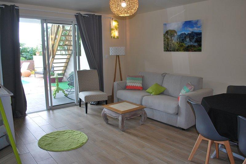 Nice apt with pool access & terrace, casa vacanza a La Possession