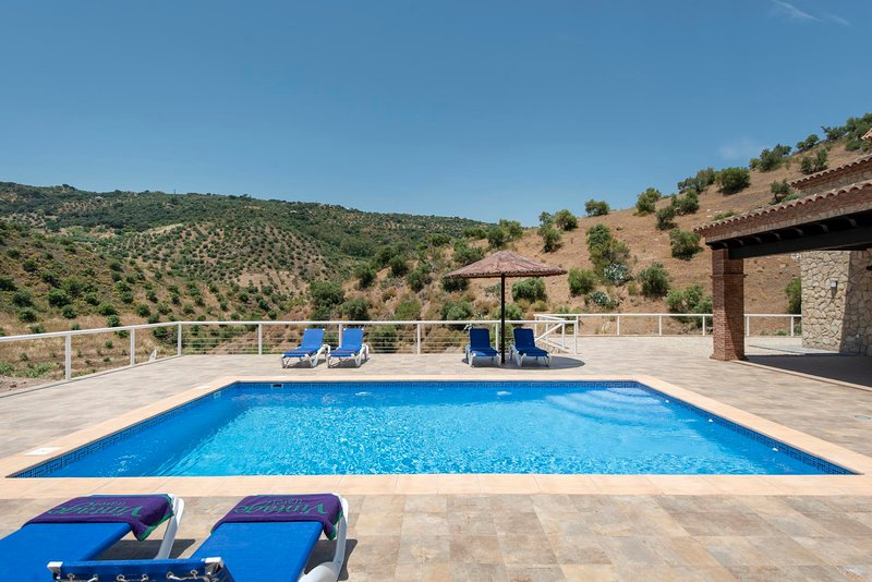 El Gastor Villa Sleeps 6 with Pool Air Con and WiFi - 5637931, location de vacances à El Gastor