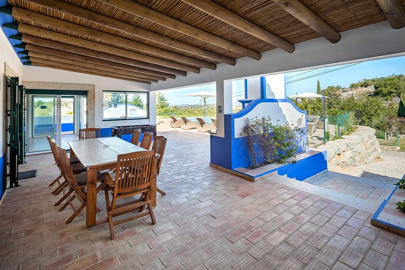 Aroal Villa Sleeps 6 with Pool Air Con and WiFi - 5693961, holiday rental in Cerca Velha