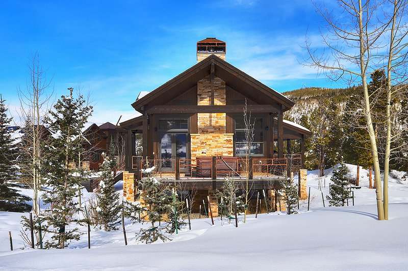 Gorgeous Home Close to Skiing and Main St.-Private Hot Tub and Shuttle Access, location de vacances à Breckenridge