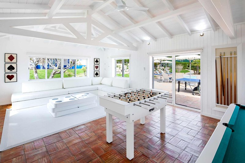 Malhadais Villa Sleeps 16 with Pool Air Con and WiFi - 5693960, holiday rental in Cerca Velha