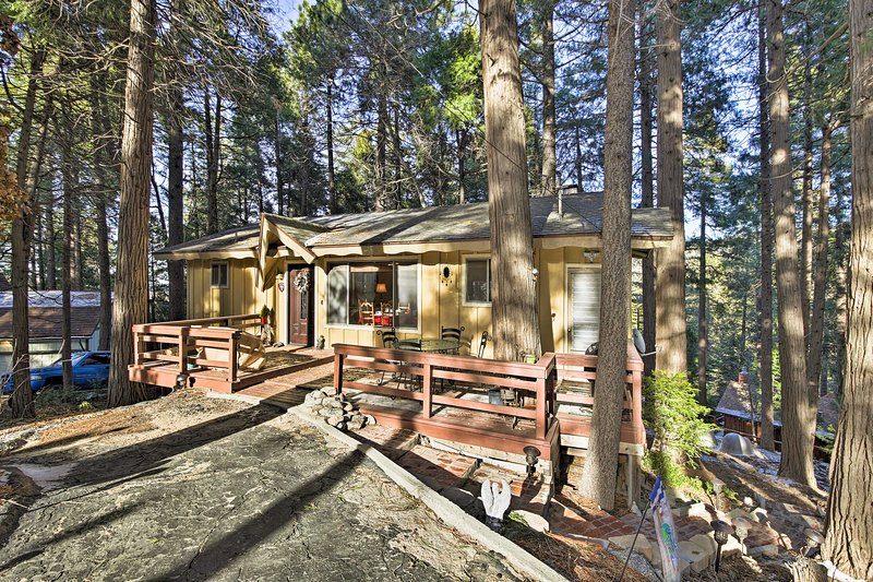 This Lake Gregory getaway is perfect for families and even family pets!