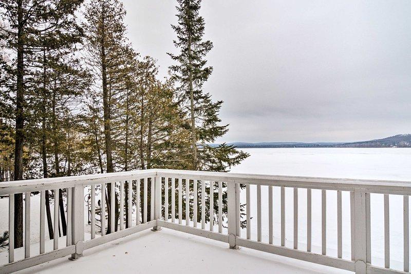 Cette location de vacances est située au bord du lac Deer!