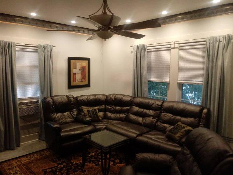 Binghamton Vestal Heights, Pvt. Entrance, 2nd FL., holiday rental in Floyds Knobs