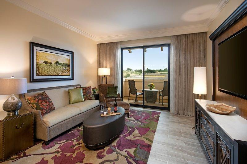 Bienvenido a su lujosa suite de 1 dormitorio, con una decoración cálida de la Toscana.