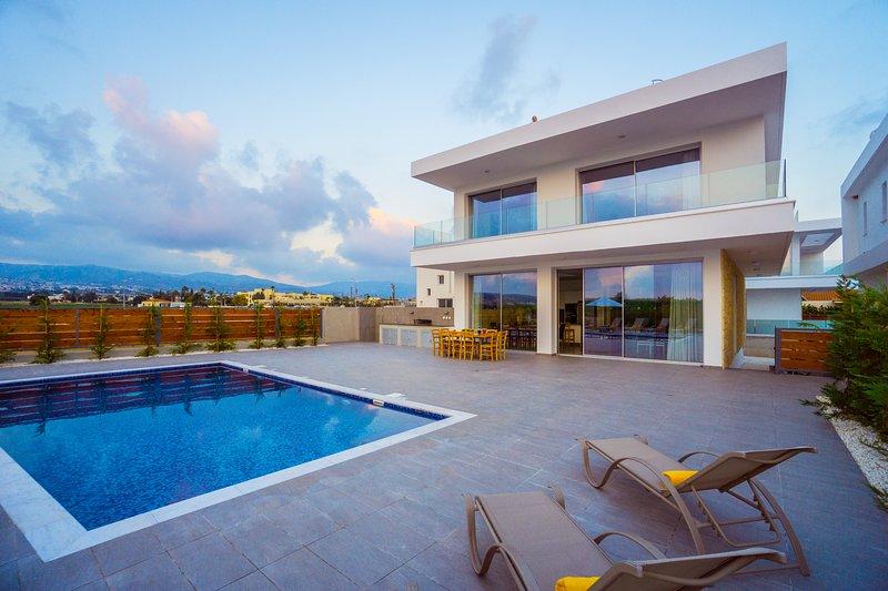 Coral Beach Villa 5BR Villa with Sweeping Sea Views 200m to sea, holiday rental in Coral Bay