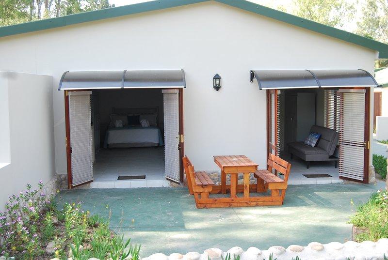 Eastbrook River Lodge - Lourie 6-Sleeper, holiday rental in Sedgefield