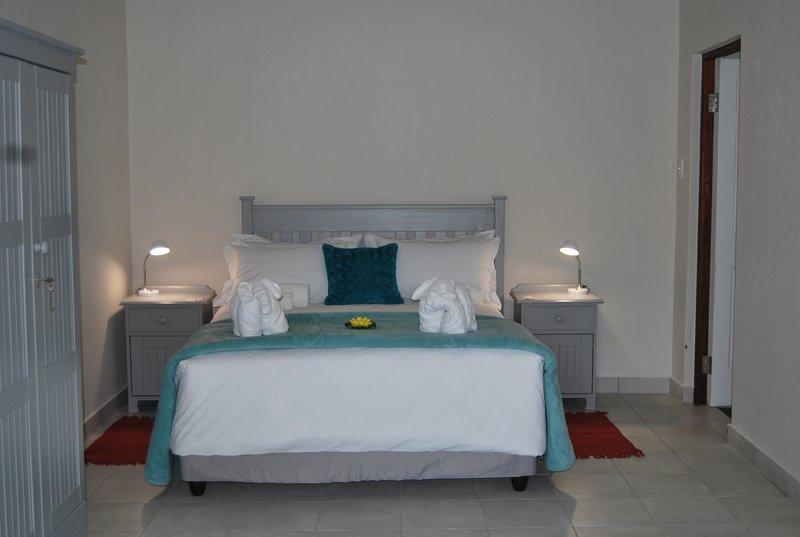Lourie Main Bedroom with en-suite bathroom