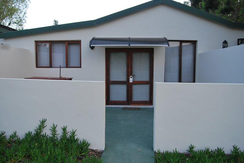 Eastbrook River Lodge - Woodpecker 2-Sleeper Luxury Suite, holiday rental in Sedgefield
