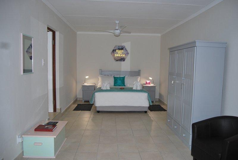 Woodpecker Main Bedroom with en-suite bathroom