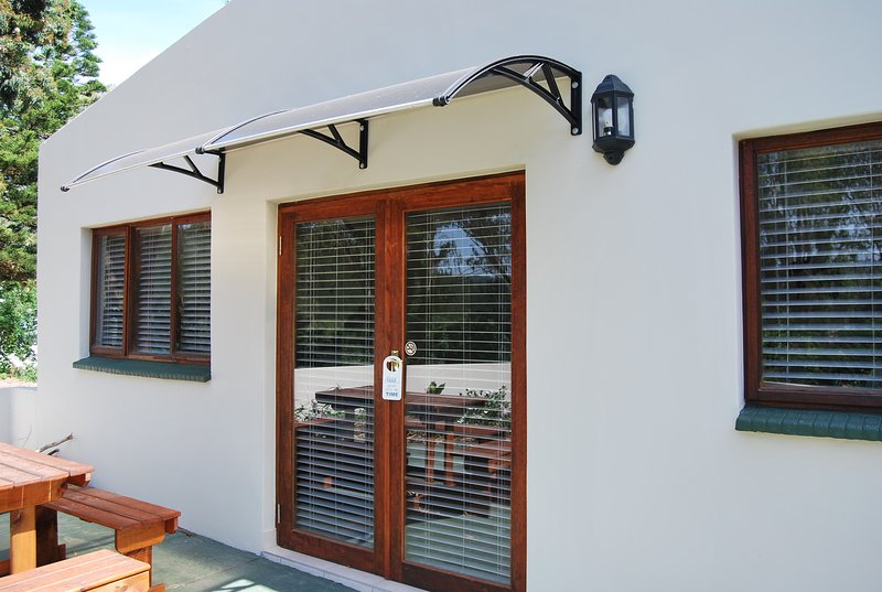 Eastbrook River Lodge - Olive Bushshrike 5-Sleeper, holiday rental in Sedgefield
