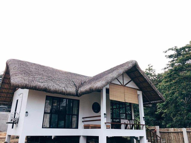 Batalang Bato Beach House - Private One Bedroom Villa (Anilao, Mabini), holiday rental in Calabarzon Region