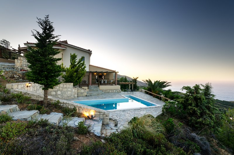 Horizon villa  Luxury residence  to relax and explore, vacation rental in Agia Pelagia