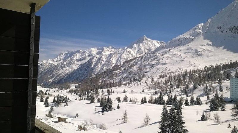 Bilocale con garage riscaldato a 100 mt. dalle piste da sci, location de vacances à Ponte di Legno