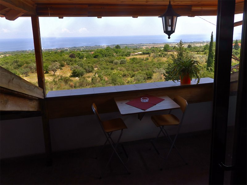 PanoramaLoft - Apartment with great view to the Olympic Cost, Litochoro, holiday rental in Olympiada