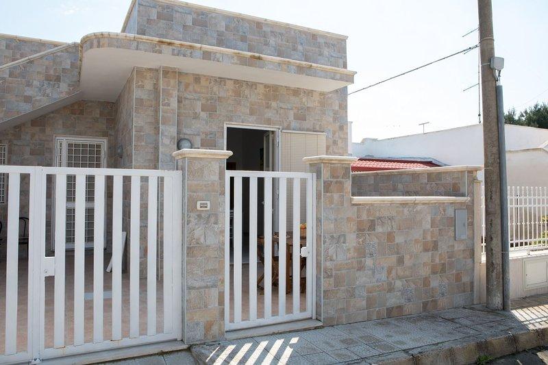 Casa Elisena DX (TL45B), holiday rental in Torre Lapillo