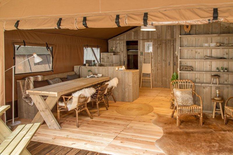 Sequoia Lodge: tout confort, pleine nature et vue splendide, 10 min Lac Salagou, aluguéis de temporada em Lunas