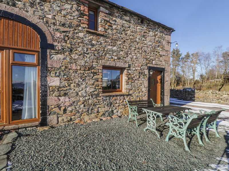 LAVENDER COTTAGE, character barn-conversion, countryside, WiFi, in Greystoke, holiday rental in Greystoke