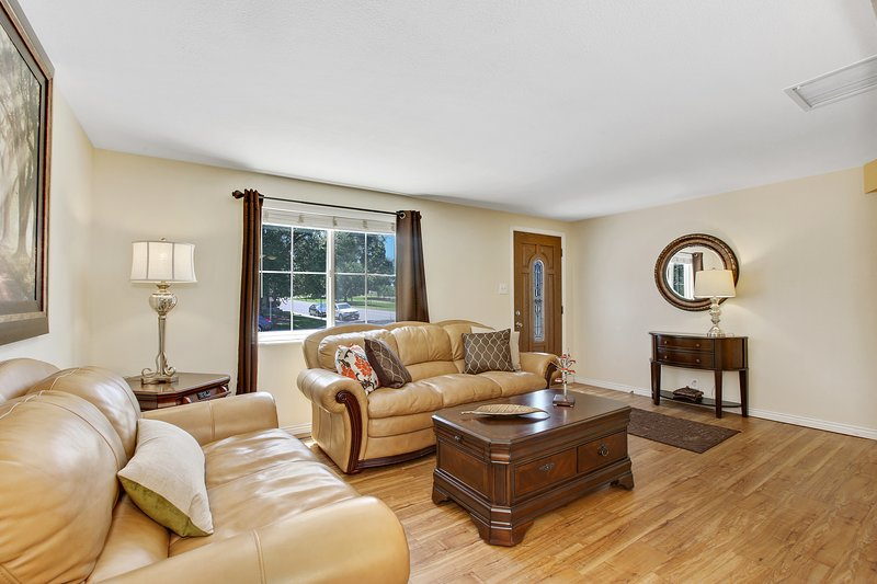Light and bright living room with views to Valverde Park.