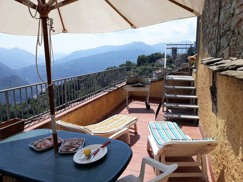 Spacious house with mountain view, Ferienwohnung in Lugliano