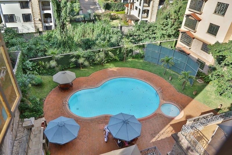The PINE LUSH- SECURE & SPACIOUS! Private Room:S -2 MIN drive to SARIT CENTRE, holiday rental in Nairobi