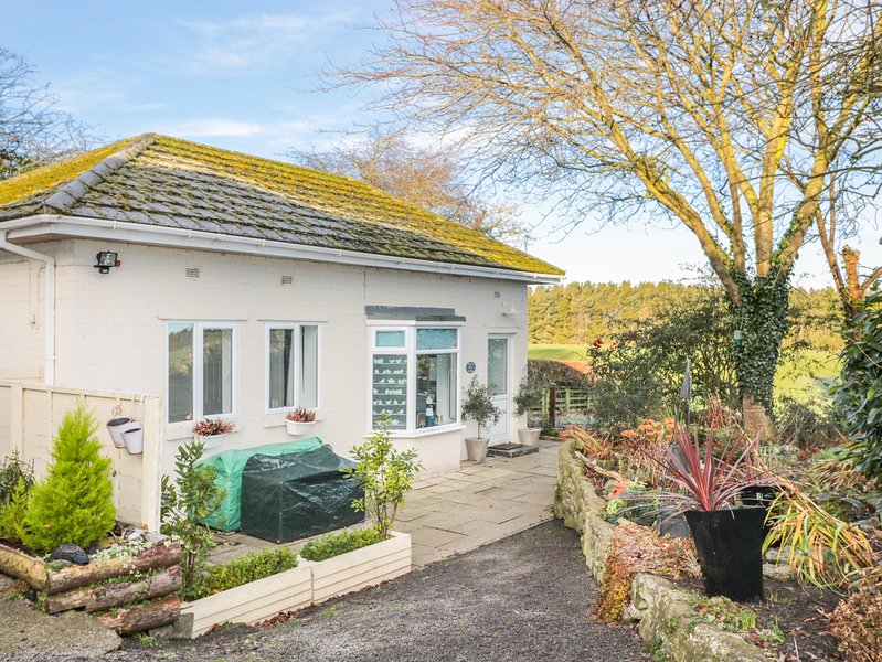 BRACKEN BARN COTTAGE, one level, patio, WiFi, pet-friendly, in Widdrington, Ref, location de vacances à Eshott