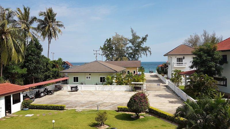 Strandnära Studio i ett stilla paradis, vacation rental in Prachuap Khiri Khan