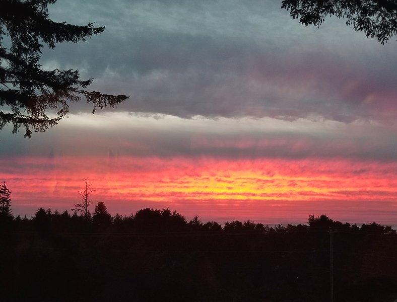Um pôr do sol sempre tem cores favoritas infinitas (a partir do convés privado).