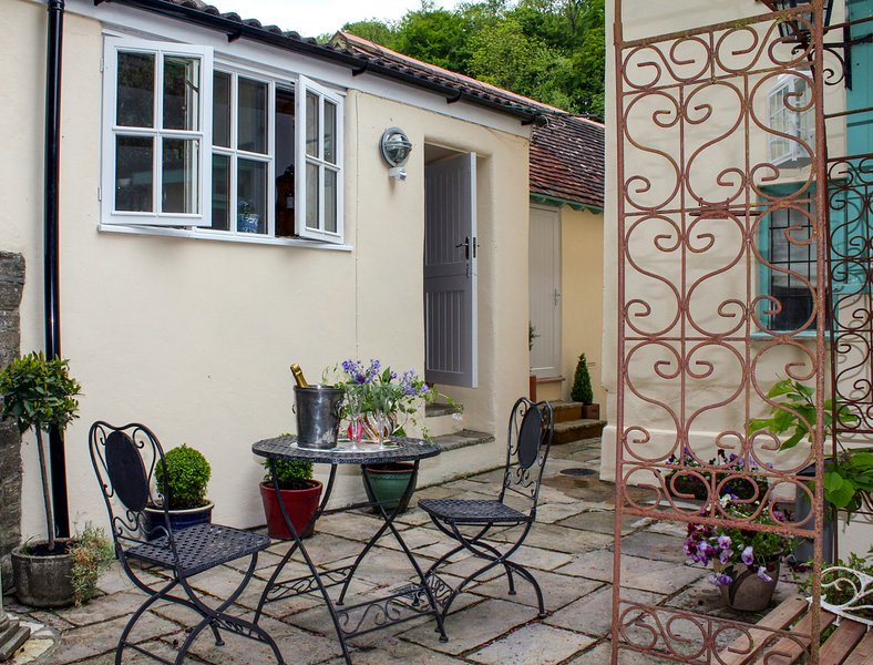 The Engine Room, Milton Abbas, holiday rental in Winterborne Whitechurch