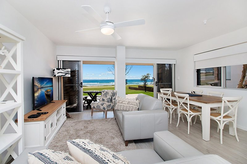 Seashells - Fully renovated and absolute beachfront!, vacation rental in Tugun