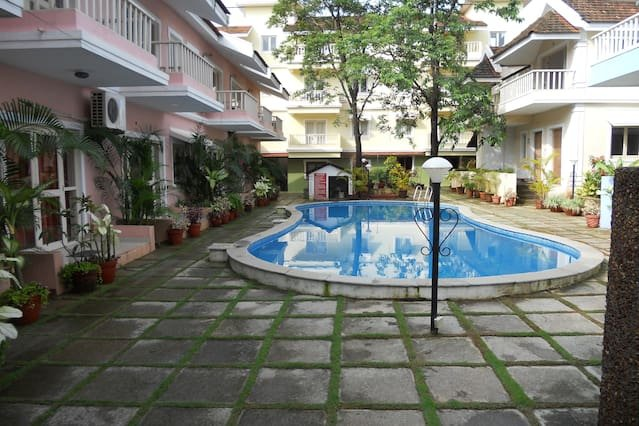 Front view of Courtyard Apartments