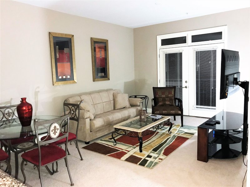 Midtown Oasis w/ Private Balcony, City View, Free WiFi, Free Parking, holiday rental in Atlanta