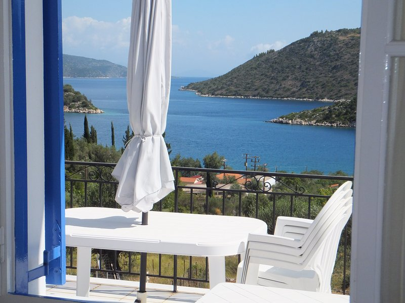 DexaVilla Apartment 2 - Ocean View - Walk to Dexa Beach, holiday rental in Ithaca