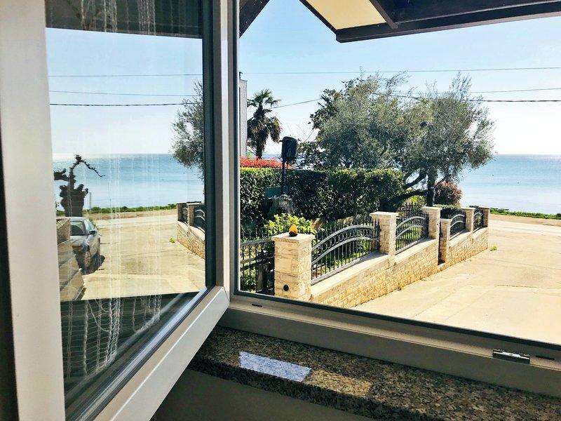 Appartamento Vesna 4 Umag - Zambratija vicino alla spiaggia, terrazzo vista mare, holiday rental in Zambratija