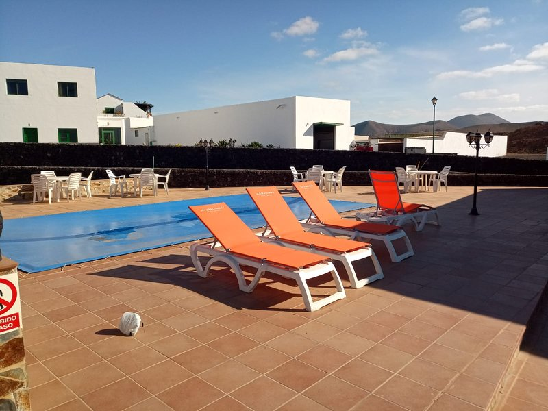 Big villa with swimming-pool & Wifi, holiday rental in Soo