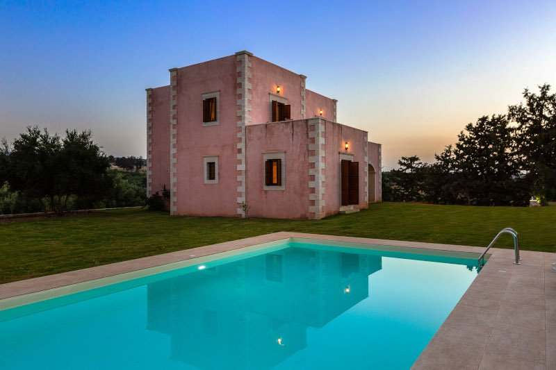 Luxurious stone-built villa in an amazing area!, holiday rental in Melidoni