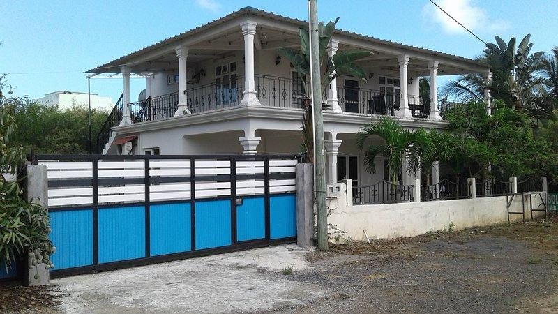 Amazing house near the beach & Wifi, location de vacances à Trou aux Biches