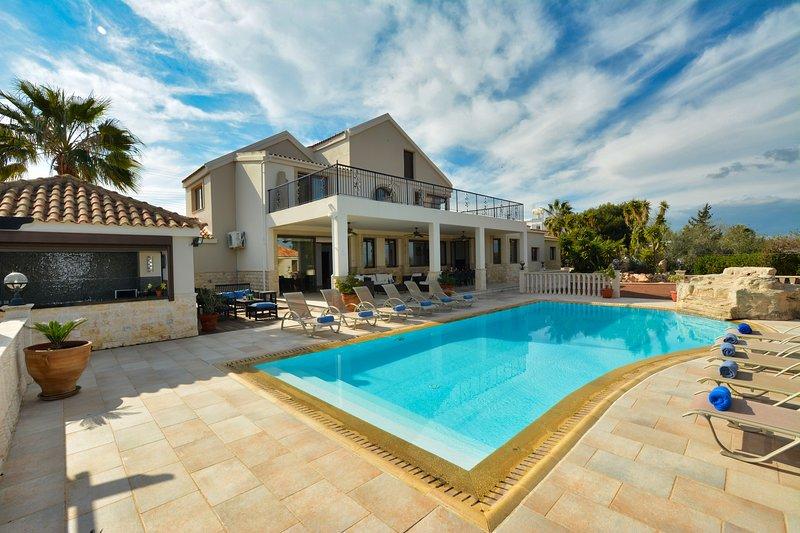 Ekalie Mansion, 5 Bedroom private villa with pool and huge garden, alquiler vacacional en Ayia Napa
