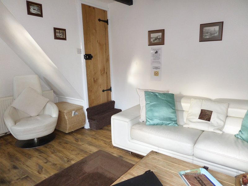 PADDOCK COTTAGE Award winning pet friendly cottage town center, holiday rental in Whitby