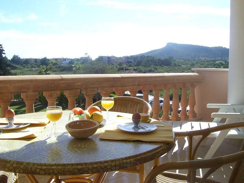 Sunny Spacious Apartment Lili, 1 Bedroom, Swimming-pool, Air-Con, WIFI, nr Beach, vacation rental in Costa De Los Pinos