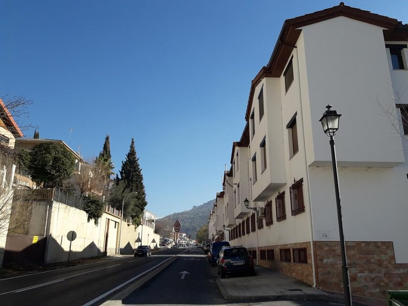 Nice apt with mountain view & Wifi, vacation rental in Huetor Santillan