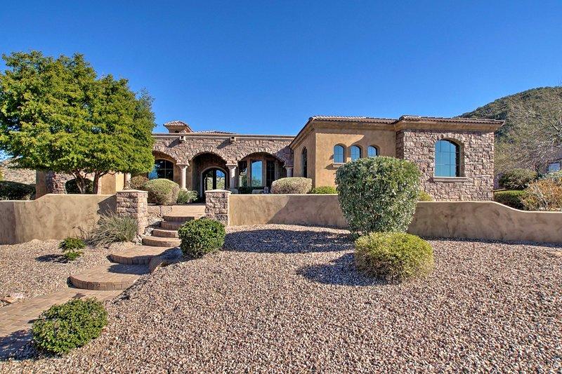 Mountain Desert House in Las Sendas w/ Pool & Spa!, casa vacanza a Apache Junction