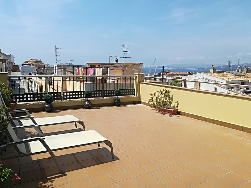 BEAUTIFUL HOUSE IN THE CENTER OF THE PALAMOS A FEW METERS FROM THE BEACH, casa vacanza a Palamos