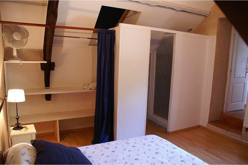 La salle de bain dans la première chambre