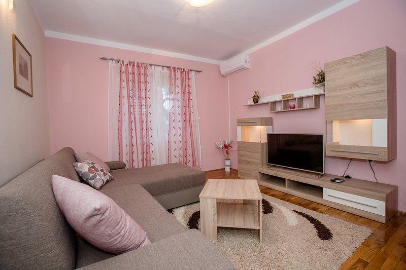 Comfort two bedroom Appartement (4+1), location de vacances à La ville de Rab