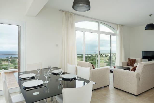 Joya Cyprus Majestic Penthouse Apartment, holiday rental in Tatlisu