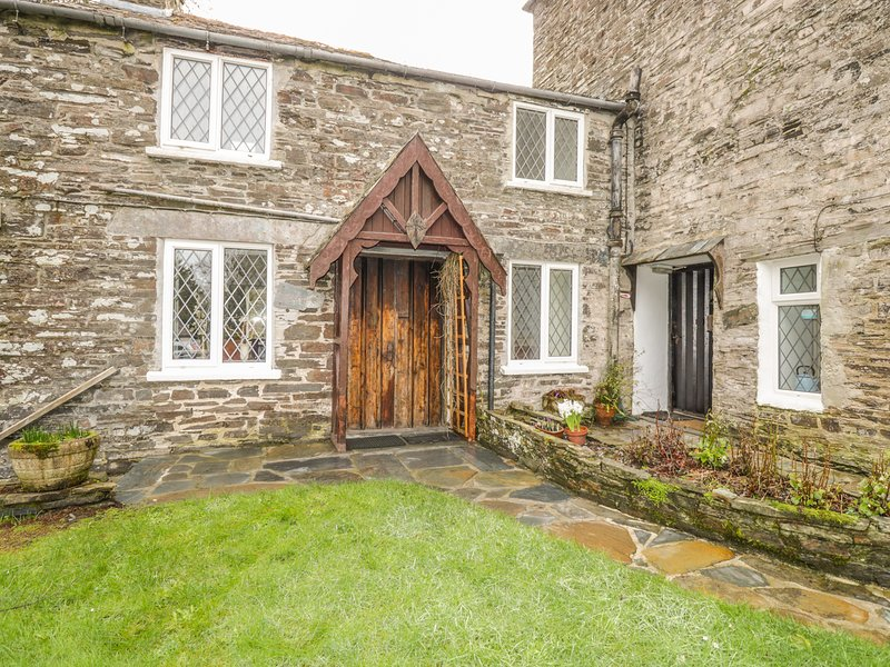 MILL COTTAGE, character holiday cottage, with a garden in Tintagel, Ref 981, vacation rental in Tintagel