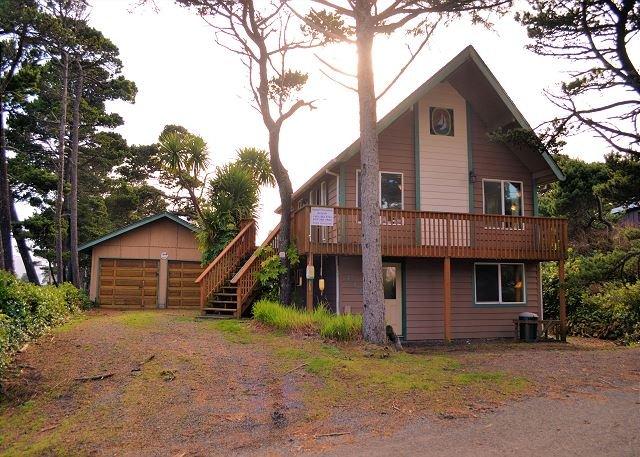 SAND and SURF~Quaint beach house just steps to the beach!!, location de vacances à Rockaway Beach